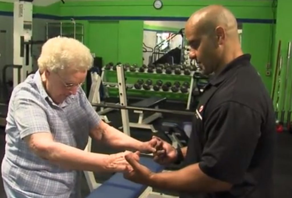 helping seniors maintain a healthy lifestyle